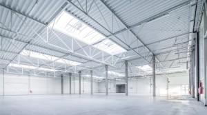 Lager mit einem Büro von ca. 970 m2 auf einem Grundstück von ca. 2800 m2,