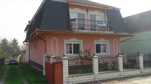 Zweifamilienhaus in sehr gutem Zustand –